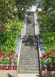 Reis van 100 stappen met één enkele stap stock afbeelding