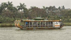 Reisboten met draakhoofden, Hue Vietnam royalty-vrije stock foto's