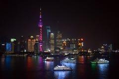 Reisboten in Shanghai bij nacht Royalty-vrije Stock Fotografie