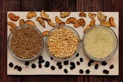 Reisbuchweizenerbsen sind auf dem Brett Lizenzfreie Stockfotos