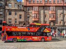 Reisbus, Koninklijke Mijl, Edinburgh Schotland stock fotografie
