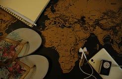 Reisconcept, die een reis op wereldkaart plannen royalty-vrije stock fotografie