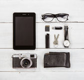Reisconcept - reeks van camera, tabletpc en andere reis stuf Stock Afbeelding