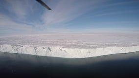 Reise auf dem Eisbrecher im Eis, die Antarktis stock footage