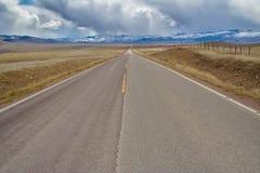 Reise auf der wilden offenen Straße Stockfotografie