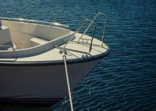 Reise - Bug einer Yacht stockfoto