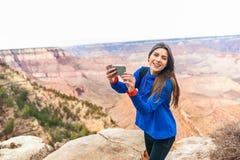 Reise, die Frau bei Grand Canyon wandert Lizenzfreies Stockbild