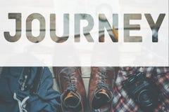Reise, die Lebensstil-Abenteuer-Tourismus-Konzept wandert Inscripton auf Zubehör für TravelBackground lizenzfreie stockbilder