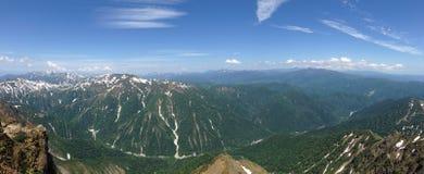 Reise durch die Berge glauben Sie der Leistung der Natur lizenzfreie stockbilder