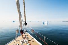 Reise durch Yacht in Grönland stockfotos
