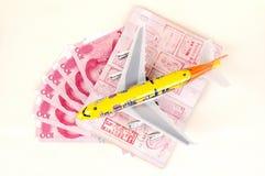 Reise - Geldpaß und -flugzeug Stockbild