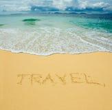 Reise geschrieben in einen Sand Lizenzfreies Stockfoto