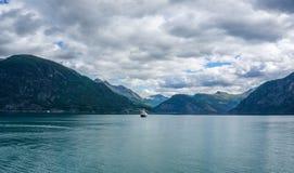 Reise im norwegischen Fjord Stockfotos