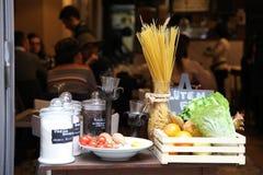 Reise Italien: Stillleben mit lokalem Lebensmittel lizenzfreie stockfotos