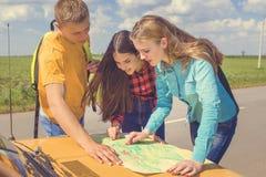 Reise mit drei Freunden Lizenzfreie Stockfotos