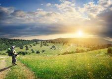 Reise nach dem Gebirgssuchen der Sonne Stockbilder