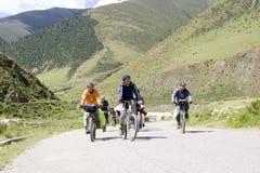 Reise nach Tibet durch Fahrrad Stockfotografie