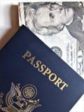 Reise- oder turismkonzept Amerikanischer Paß Geöffneter Pass mit Sichtvermerken stockbilder