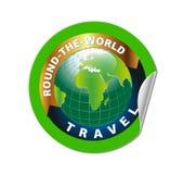 Reise ringsum das Weltsymbol mit grüne Erdsymbol-Aufkleber Stockfotos