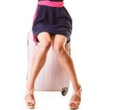 Reise und Ferien Frau mit Koffergepäcktasche Stockfotos