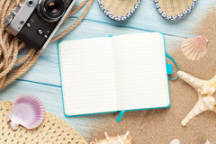 Reise und Feriennotizblock mit Einzelteilen Lizenzfreie Stockbilder