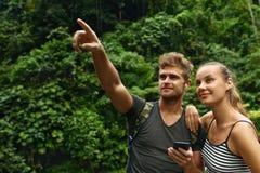 Reise und Tourismus Touristisches Paar-Abenteuer auf Sommer-Ferien Stockfotos