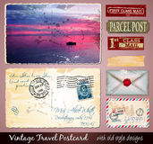 Reise-Weinlese-Postkarten-Design mit antikem Blick Lizenzfreie Stockbilder