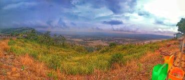 Reise zur Spitze des Berges stockfotos