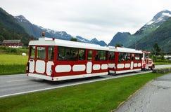 Reisebus in der Stadt alt Lizenzfreies Stockbild