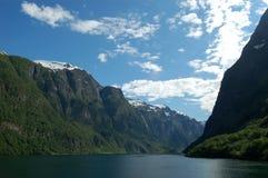 Reiseflug durch die Berge Lizenzfreies Stockbild