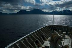 Reiseflug in einem norwegischen Fjord Lizenzfreies Stockbild