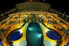 Reiseflug-Plattform-Pool Lizenzfreie Stockbilder