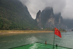 Reiseflugboot auf dem Li-Fluss in Yangshuo, China lizenzfreies stockfoto