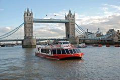 Reiseflugboot und Kontrollturm-Brücke Stockfotos