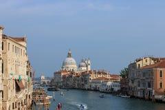 Reisefoto Grand Canal s von der ikonenhaften Rialto-Brücke lizenzfreies stockbild