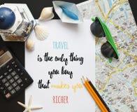 Reiseinspiration quotу gemacht auf Papier Briefgestaltung Lizenzfreie Stockfotos