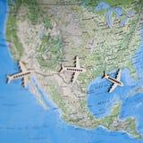 Reisekarte Spaß-bunte Nordamerikas USA mit Flugzeugen stockfotografie