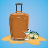 Reisekoffer auf dem Strand mit waterglasses Lizenzfreie Stockbilder