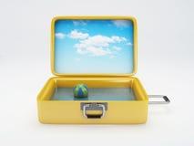 Reisekoffer Setzen Sie Ferien auf den Strand weiß Lizenzfreies Stockbild