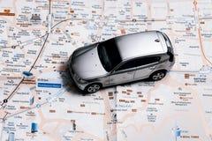Reisekonzept - kleines Auto auf Seoul-Stadtplan Lizenzfreie Stockfotos
