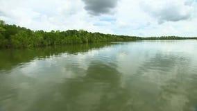 Reisen auf Fluss im Boot