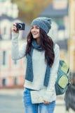 Reisen der jungen Frauen Stockbild