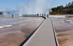 Reisen des mittleren Geysir-Bassins lizenzfreie stockbilder