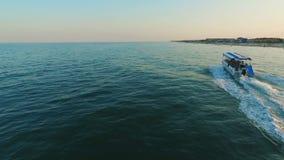 Reisen des Motorboots im Meer stock footage