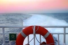 Reisen durch Meer stockbild