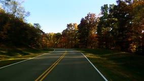 Reisen entlang Autumn Road 1 stock video