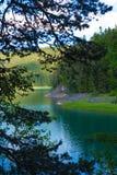 Reisen Sie in Montenegro-Reihe - Ansicht von schönem schwarzem See, Durmitor Lizenzfreies Stockfoto