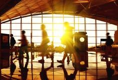 Reisend-Flughafenabfertigungsgebäude Stockbilder