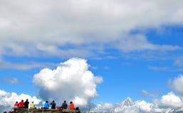 Reisende in den französischen Alpen stockbilder