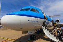 Reisende, die Air France KLM Cityhopper verschalen Stockbild